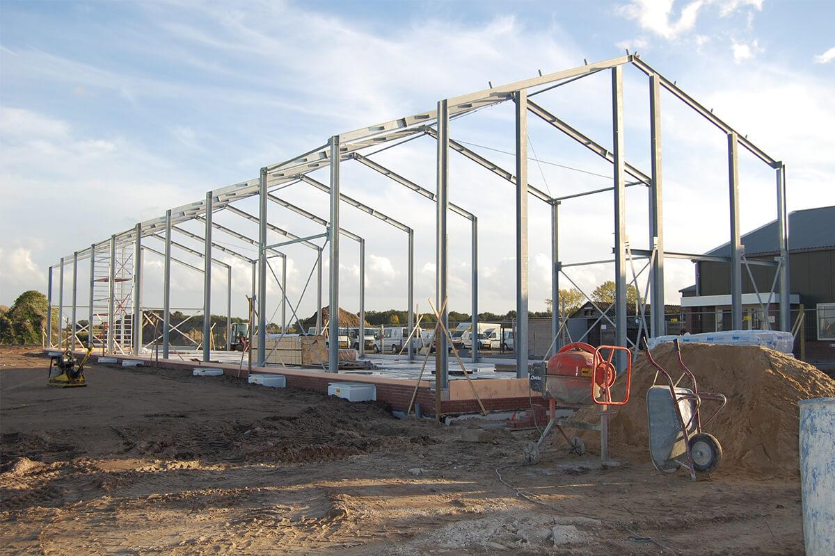 2012 - Start nieuwbouw kantoor en werkplaats voor de Pluimveeservice.